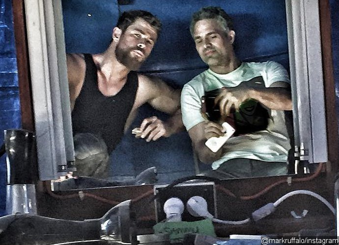 chris-hemsworth-sports-shorter-hair-in-thor-ragnarok-mark-ruffalo-finishes-shooting