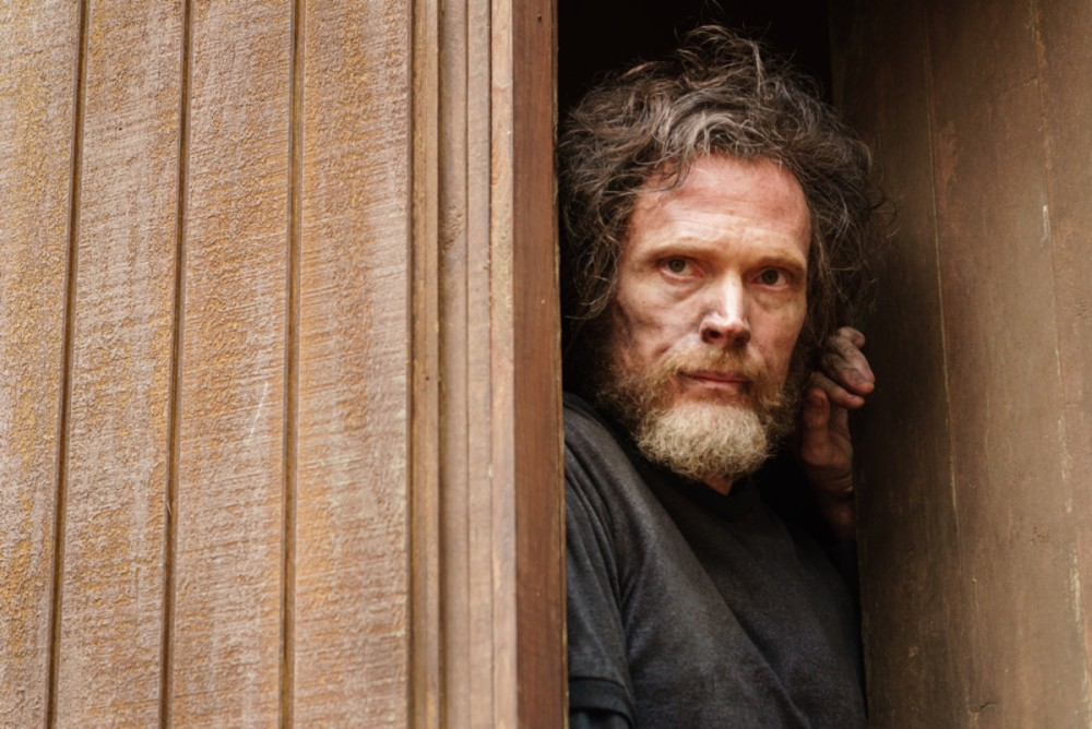 paul_bettany_as_ted_kazcynski_manhunt_unabomber_photo_jason_elias_for_discovery.jpg