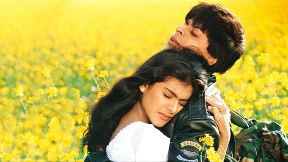 dilwale-dulhania-le-jayenge-1995-003-couple-yellow-field