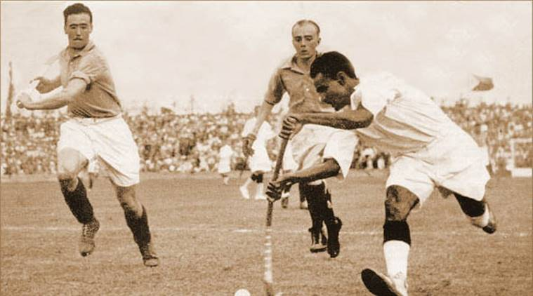 dhyan_chand_with_the_ball_vs-_france_in_the_1936_olympic_semi-finals